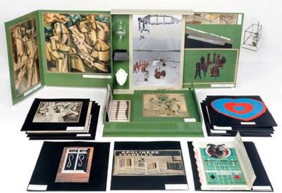 De ou par Marcel Duchamp ou Rrose Sélavy (Boîte-en-valise)